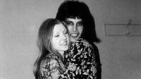 Freddie Mercury dan Mary Austin pernah menjadi pasangan selebriti yang paling terkenal di seluruh dunia.Dok. Vintag.es