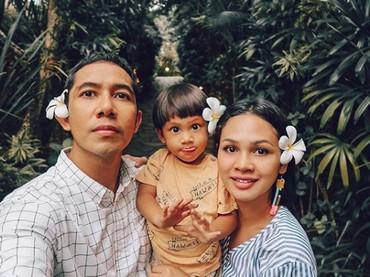 Selalu senang ya lihat keluarga kecil ini. Sehat selalu dan bahagia Bunda Andien, Ayah Ippe dan Kawa. (Foto: Instagram/andienaisyah)