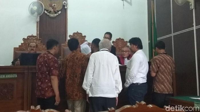 Foto: Sidang gugatan perdata yang diajukan Harimau Jokowi kepada Prabowo Subianto terkait selang cuci darah di RSCM kembali ditunda. (Yulida-detikcom)