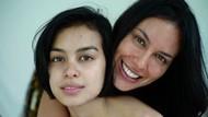 8 Foto Masa Muda Sophia Latjuba Bersama Eva Celia Kecil