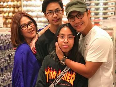Another quality time with family. Semoga sekeluarga sehat selalu ya. (Foto: Instagram @gunawan_sudrajat_real)