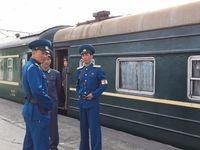 Petugas kereta Korea Utara (Koryo Tours)