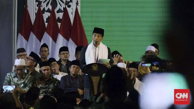 Presiden Joko Widodo memberikan sambutan dalam Musyawarah Nasional Alim Ulama dan Konferensi Nasional Nahdlatul Ulama (NU), di Pondok Pesantren Miftahul Huda Al-Azhar, Kota Banjar, Jawa Barat, Rabu (27/2).