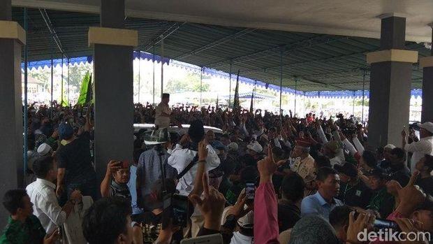 Gus Wafi' Putra Mbah Moen Teguhkan Tekad Bersama Prabowo-Sandi