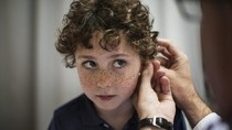 Belum Bisa Bicara Sesuai Usia, Waspada Anak Berisiko Tuli