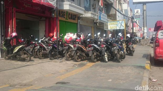 Guiding Block untuk Tunanetra di Cilegon Banyak 'Nabrak' Tiang