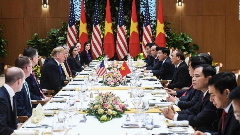 Di Hanoi Donald Trump Nikmati Makan Siang Hidangan Vietnam