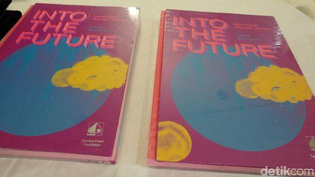Buku 'Into the Future' Ungkap Seluk Beluk 21 Perupa Perempuan