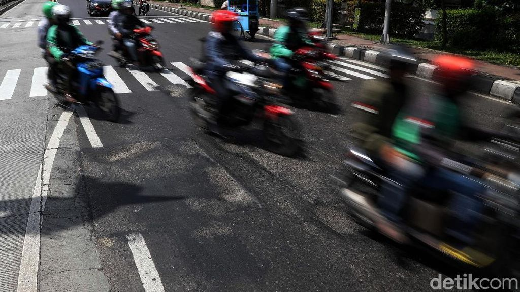 Banyak Jalan Berlubang Setelah Banjir, Ini Tips untuk Pemotor