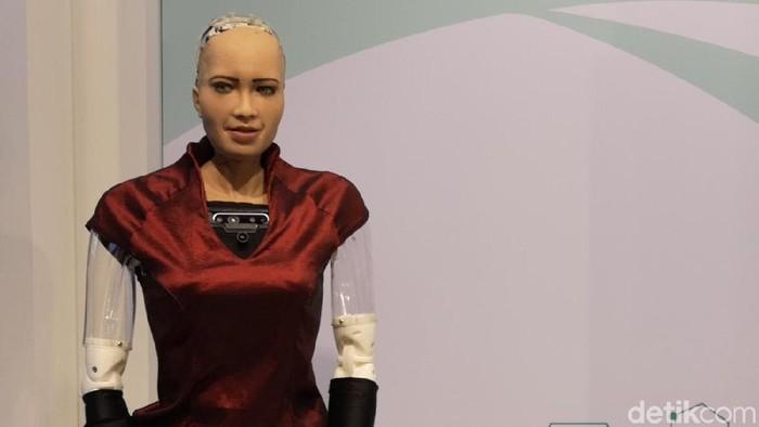 Robot Sophia yang cerdas dan bisa diajak ngobrol, bahkan curhat. (Foto: Ardhi Suryadhi/detikINET)