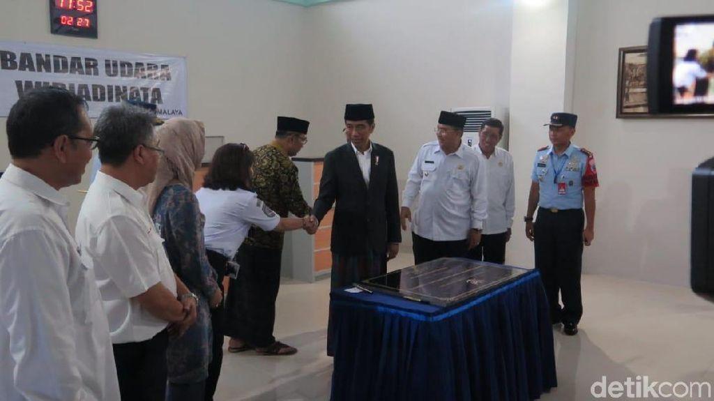 Jokowi Resmikan Terminal Bandara Wiriadinata Tasikmalaya