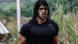 Jeremiah Lakhwani tampil mencuri perhatian khalayak di dunia maya. Ia dijuluki Aquaman Indonesia karena postur dan gayanya mirip Jason Momoa!