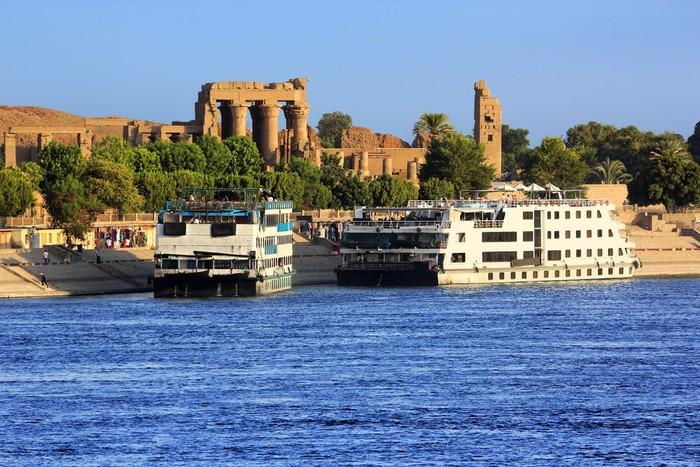 Berlayar di Sungai Nil naik cruise