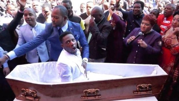 Momen saat pendeta Lukau 'menghidupkan' orang mati