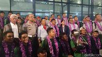 Tiba di Tanah Air: Timnas U-22 Dikalungi Bunga, Dikucuri Bonus