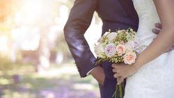 Unik! Pengantin Baru Ini Abadikan Momen Pernikahan di Bawah Laut