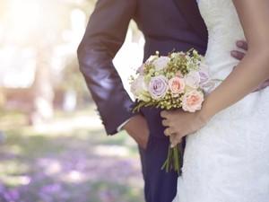 Cerita Pengantin Curi Bunga dari Kebun Tetangga untuk Pesta Pernikahan