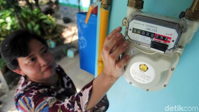 Menteri ESDM Ignasius Jonan meresmikan Sambungan Rumah (SR) Jaringan Distribusi Gas Bumi (Jargas) Rumah Tangga di Perumahan Puri Nirwana 3, Karedengan, Kabupaten Bogor, Jawa Barat, Rabu (27/2/2019). Sekitar 100 lebih rumah warga sudah terpasang jaringan gas bumi ditempat tersebut.
