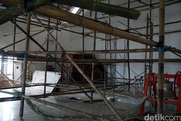 Sayang saat detikTravel berkunjung, bagian dalam Gereja PNIEL ini sedang direnovasi. Renovasi dilakukan untuk menambah kenyamanan jamaat saat beribadah. (Wahyu/detikTravel)
