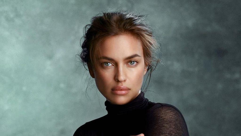 Foto Model Seksi Irina Shayk yang Dikabarkan Muak dengan Lady Gaga