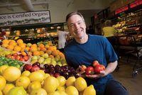 Pria Ini Sengaja Konsumsi Makanan Kedaluwarsa Selama Setahun