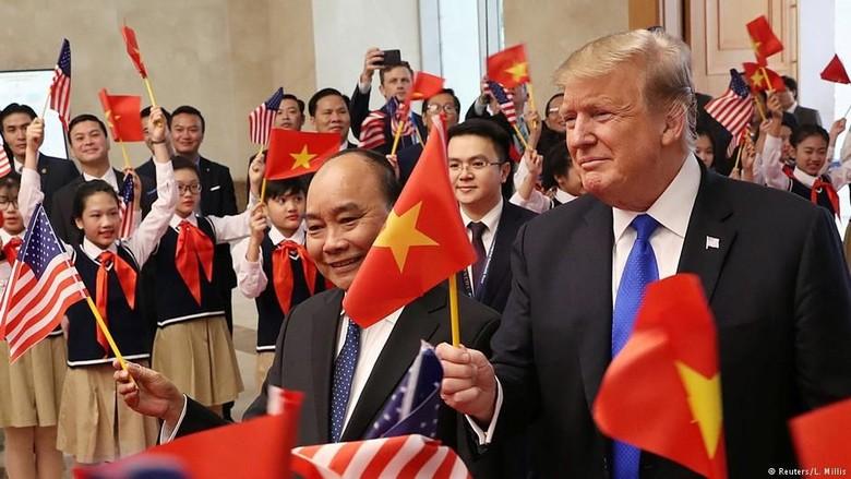 Cuitan Trump Setibanya di Vietnam: Untuk Teman Saya Kim Jong Un