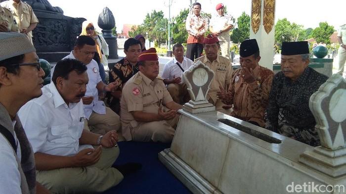 Dipimpin Djoko Santoso Relawan Prabowo Ziarah Ke Makam Pak Dirman
