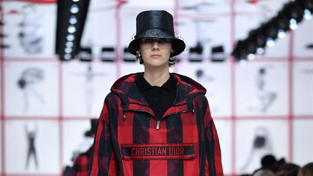 Di Paris Fashion Week, Dior Angkat Motif Kotak-kotak Jadi Tren