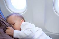Takut Bayinya Rewel di Pesawat, Ibu Ini Beri Permen pada Penumpang Lain