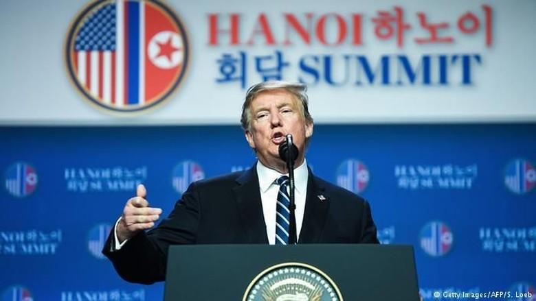 Pertemuan dengan Kim Tanpa Hasil, Trump: Kami Saling Menyukai