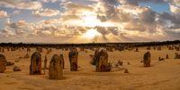 Pinnacles yang unik di Australia Barat (Tourism Western Australia)