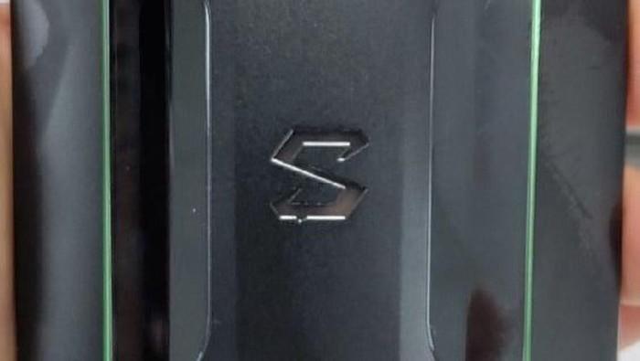 Bocoran yang diklaim sebagai Xiaomi Black Shark 2. (Foto: dok. Twitter @xiaomishka)