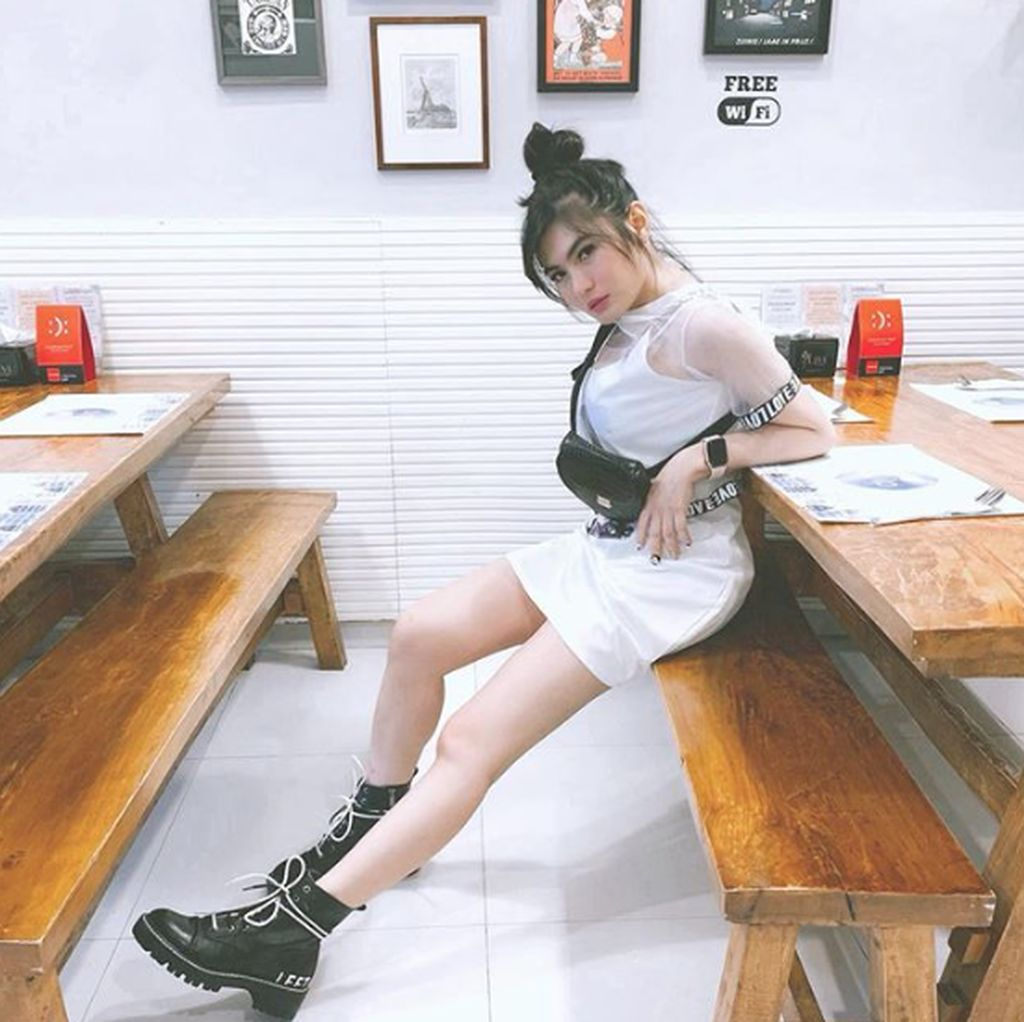 Netizen Duga Angela Lee Dianiaya karena Peilipis Berdarah, Ternyata...