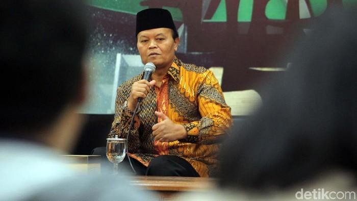 Hidayat Nur Wahid jugamenyebutkan bahwa dirinya adalah korban dari berita hoaks itu