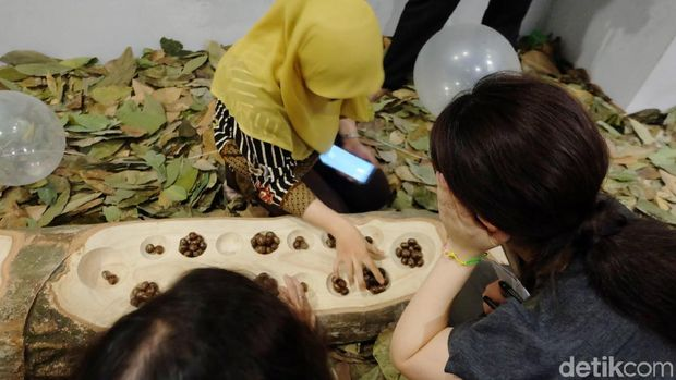 Menikmati Kebun Karet Mini Sambil Main Getah di Museum MACAN