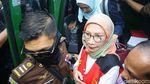 Gaya Ratna Sarumpaet Tiba di Pengadilan untuk Sidang Perdana