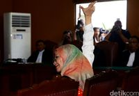 Sidang Perdana Ratna Sarumpaet /