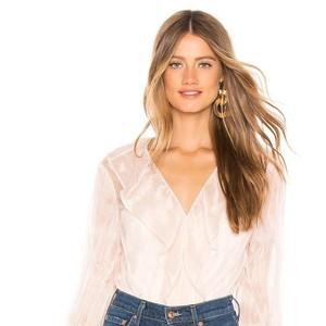 6 Item Fashion Wajib Punya untuk Kamu yang Suka Pakai Skinny Jeans