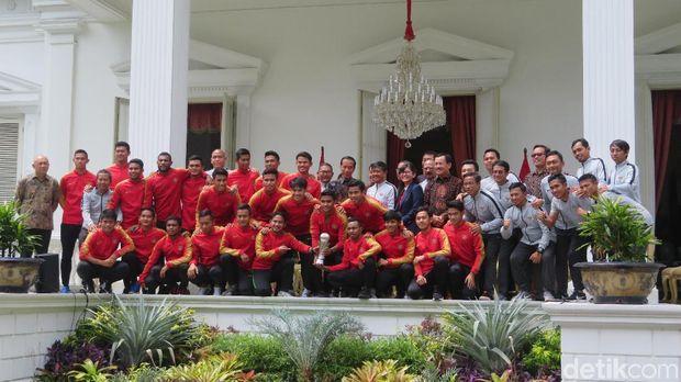 Presiden Joko Widodo (Jokowi) menerima Timnas U-22 di Istana Negara.