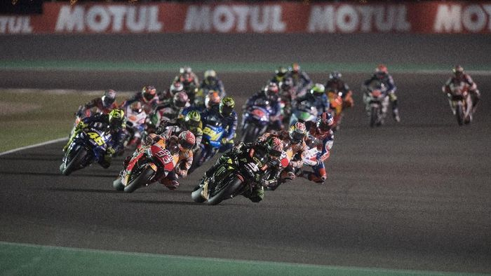 DOHA, QATAR - MARCH 18:  Johann Zarco of France and Monster Yamaha Tech 3  leads the field during the MotoGP race during the MotoGP of Qatar - Race at Losail Circuit on March 18, 2018 in Doha, Qatar.  (Photo by Mirco Lazzari gp/Getty Images)