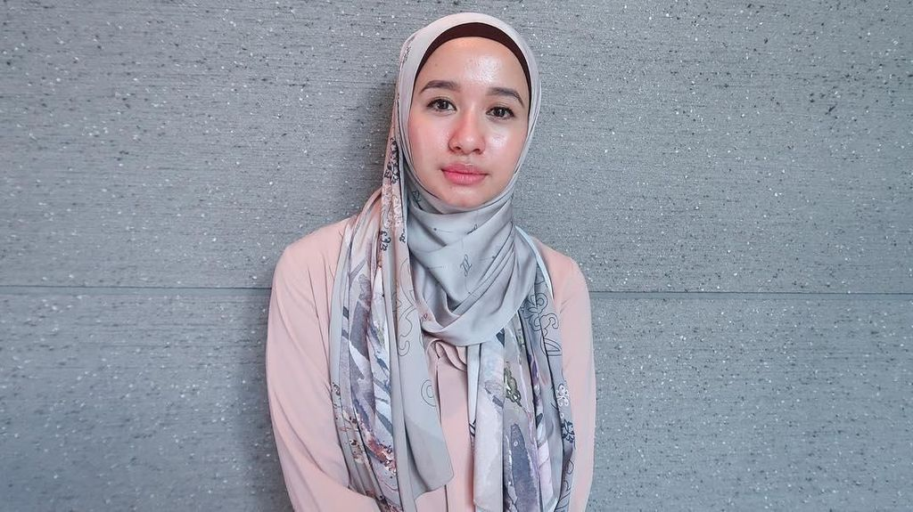 4 Tutorial Hijab Terbaru Laudya Cynthia Bella, Ala Malaysia hingga Syari