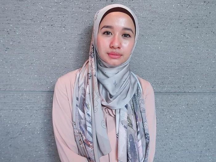 Tutorial hijab Laudya Cynthia Bella. Foto: Instagram/LaudyaCynthiaBella