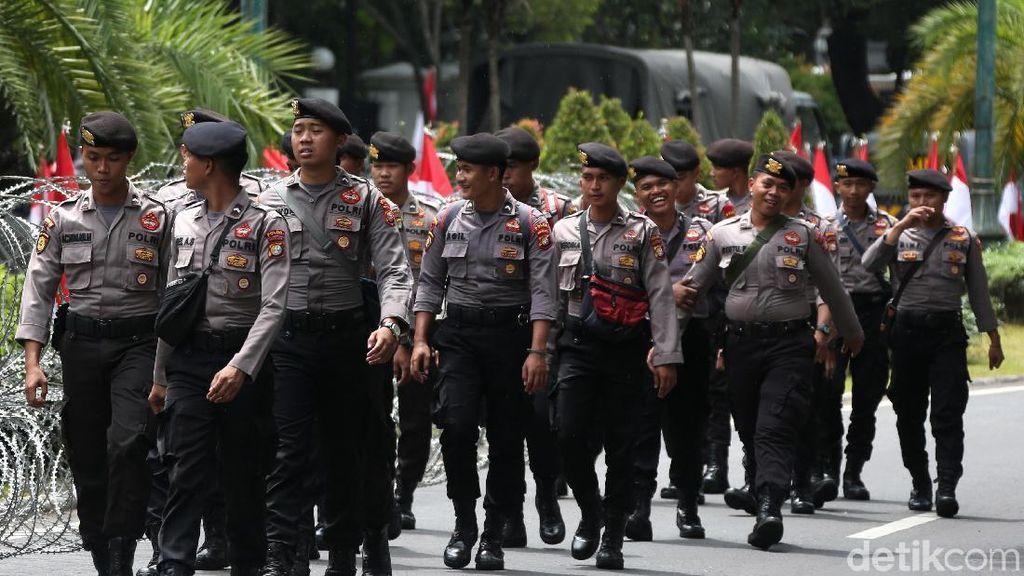 Dinaikkan Jokowi, Gaji Polisi Paling Rendah Jadi Rp 1,6 Juta