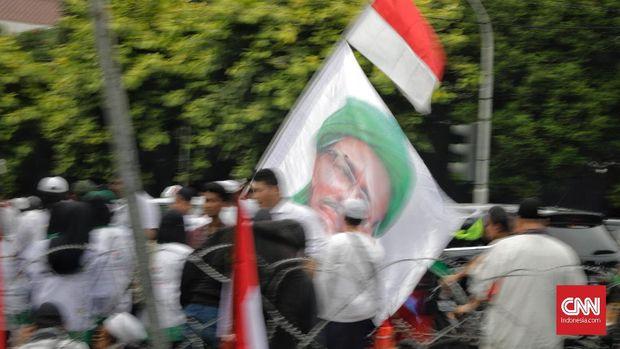 Massa aksi Apel Siaga Forum Umat Islam (FUI) melakukan unjuk rasa menolak kecurangan pemilu didepan kantor KPU. Jakarta, 1 Maret.