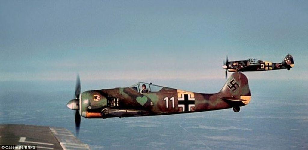 Pada awal Perang Dunia II, Angkatan Udara Jerman atau Luftwaffe punya armada paling canggih dibandingkan negara lainnya. Ini adalah skuadron Focke Wulf 190 yang berpatroli di front timur. Foto: Luftwaffe in Colour