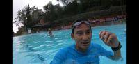 Berenang jadi olahraga favoritnya.