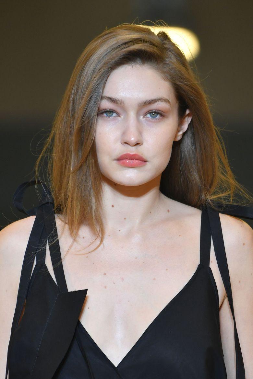Gigi Hadid sempat membuat heboh karena tampil tanpa bra di Paris Fashion Week 2019 dan mengekspose bagian payudaranya.Pascal Le Segretain/Getty Images