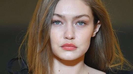 Penampilan Gigi Hadid di Paris Fashion Week Usai Bikin Heboh