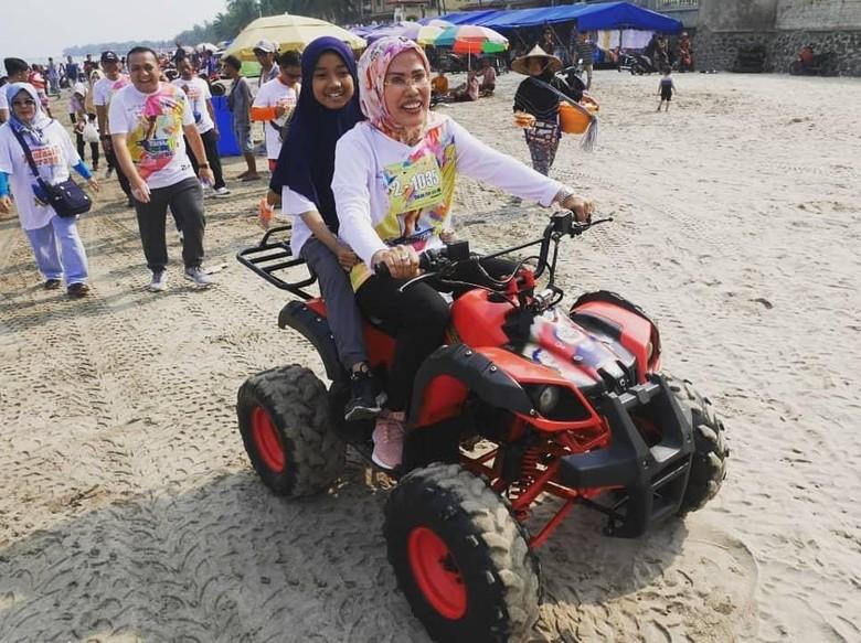 Bupati Tatu Ingin Pantai Anyer-Cinangka Berkonsep Wisata Syariah