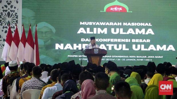 Wakil Presiden Jusuf Kalla menutup Musyawarah Nasional Alim Ulama dan Konferensi Besar Nahdlatul Ulama (NU) di Pondok Pesantren Miftahul Huda Al-Azhar, Kota Banjar, Jawa Barat, Jumat (1/3).